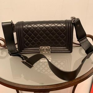 Chanel le boy medium black
